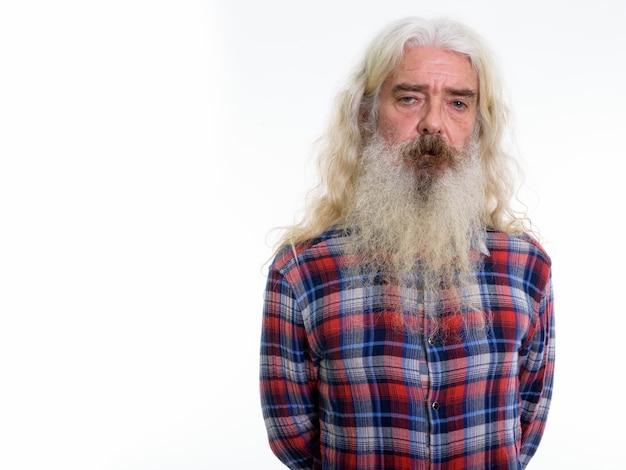 Uomo barbuto anziano con barba grigia e capelli lunghi