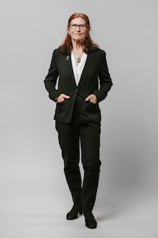 Senior imprenditrice in un vestito