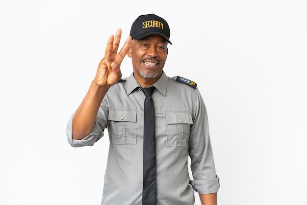 Uomo senior del personale isolato su sfondo bianco felice e contando tre con le dita