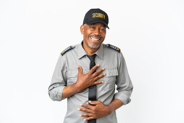 Uomo senior del personale isolato su sfondo bianco che sorride molto