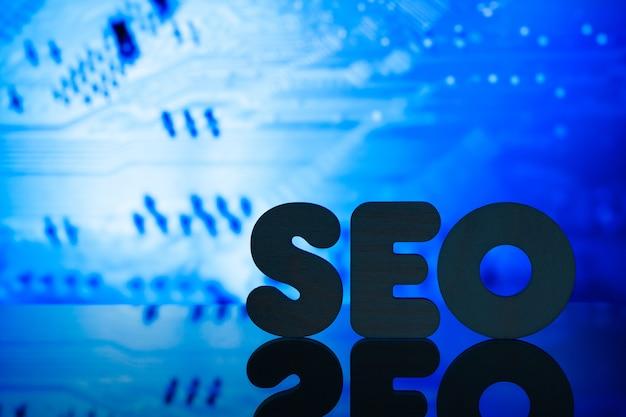 Concetto blu di ottimizzazione dei motori di ricerca seo