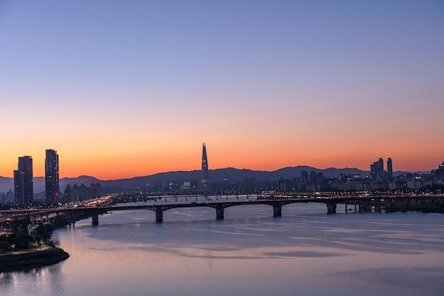 Seoul city sunrise e fiume han corea del sud