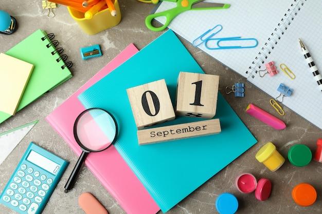 Concetto del 1 settembre su sfondo grigio strutturato