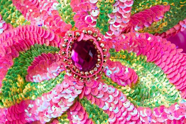 Ricami di paillettes di colori e glitter per il carnevale