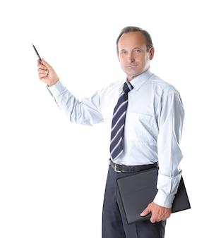 Grave imprenditore indicatore di puntamento in copia spazio isolato su sfondo bianco