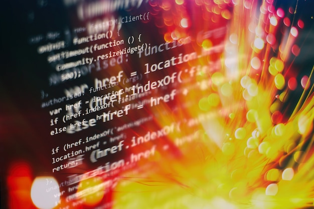 Analisi dei log del server. primo piano sviluppando tecnologie di programmazione e codifica. sviluppatore che lavora sui codici dei siti web in ufficio.