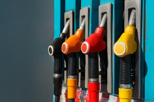 Stazione di servizio con carburante pistola di rifornimento di una pompa di benzina stazione di servizio