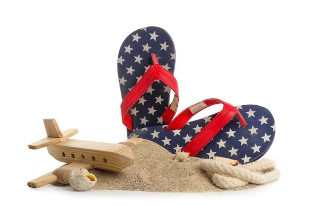 Set di accessori da spiaggia per bambini su bianco