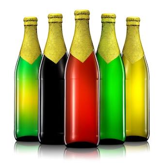 Set di bottiglie di birra con tracciato di ritaglio isolato su sfondo nero