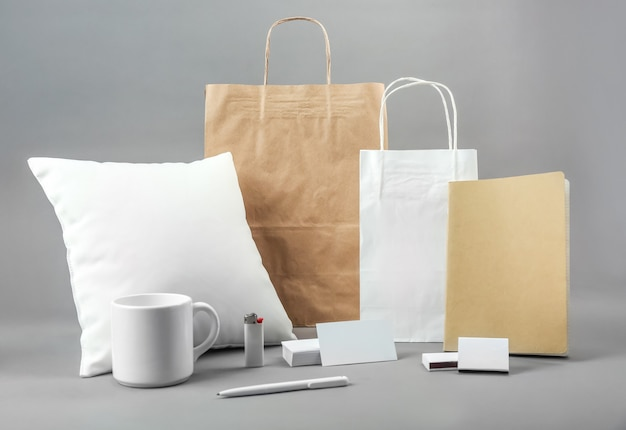 Set di prodotti di merce vuota per il branding