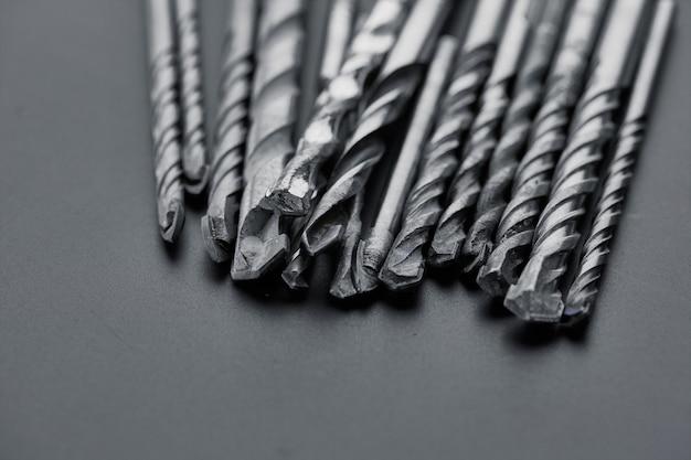 Set di trivellatori. strumento professionale, attrezzatura da cantiere, utensili per perforazione, trapani per ceramica e cemento