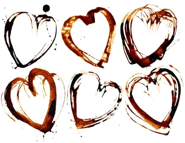 Set di cuori di caffè isolati su sfondo bianco