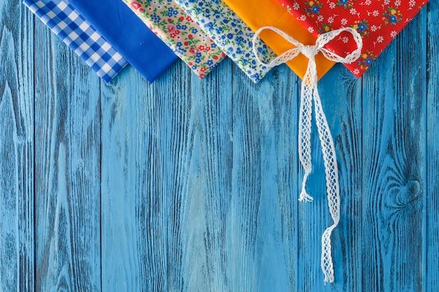 Set di feltri e fili colorati Foto Premium