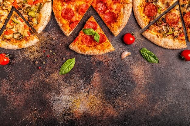 Insieme del primo piano differente delle pizze