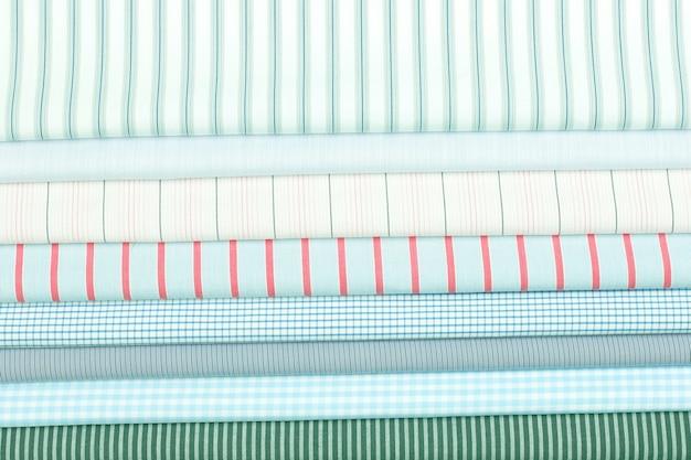 Set tessuto di cotone colorato di trama diversa. astrazione di sfondo del materiale tessile di fabbrica