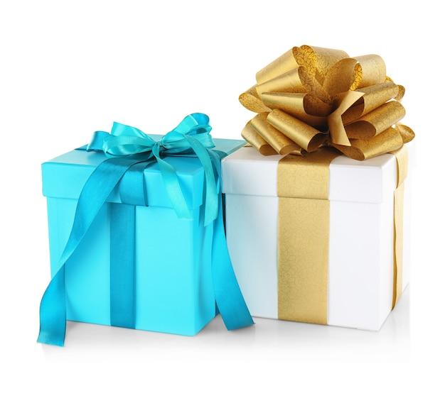 Set di scatole regalo isolato su bianco