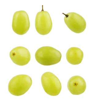 Set di acini d'uva su sfondo bianco