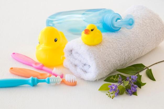 Imposta il lavaggio del bambino per l'assistenza sanitaria sensibile per il bagno