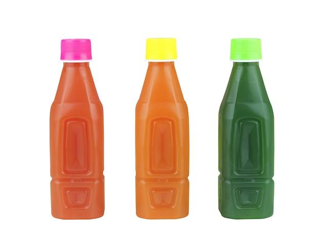 Set di bottiglia di succo isolato su bianco e hanno tracciati di ritaglio.