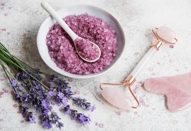 Set di cosmetici spa biologici naturali con lavanda