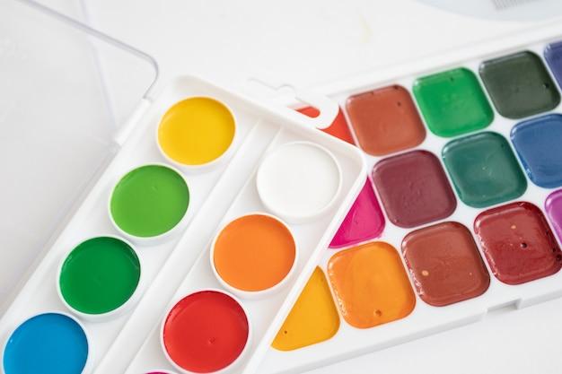 Un set di colori ad acquerelli tavolozza