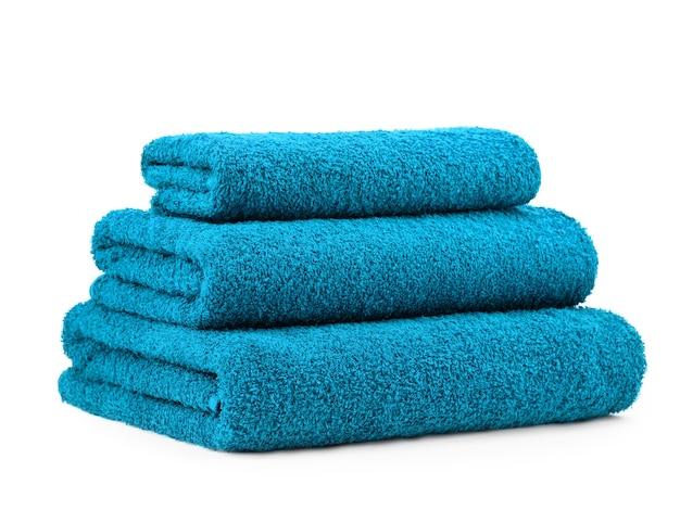 Un set di asciugamani in cotone tinta unita in tinta unita