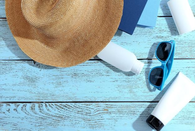 Impostare per la lettura in spiaggia. concetto di vacanze estive