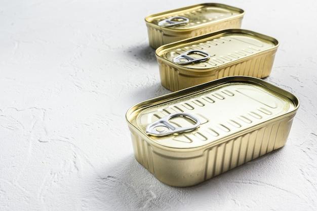 Set di cibo in scatola della stessa dimensione