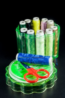 Set di accessori per cucire aghi fili colorati