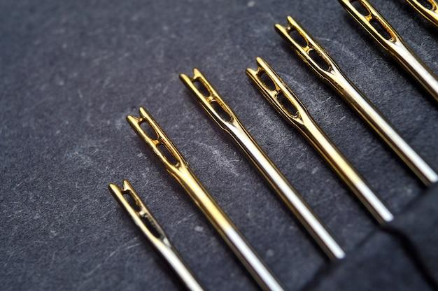 Set di aghi da cucito con moschettoni, placcati oro.
