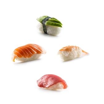 Set di sushi nigiri isolato su sfondo bianco.