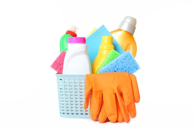 Set di strumenti per la pulizia e la disinfezione isolati su bianco