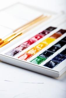 Set di colori ad acquerello, messa a fuoco selettiva