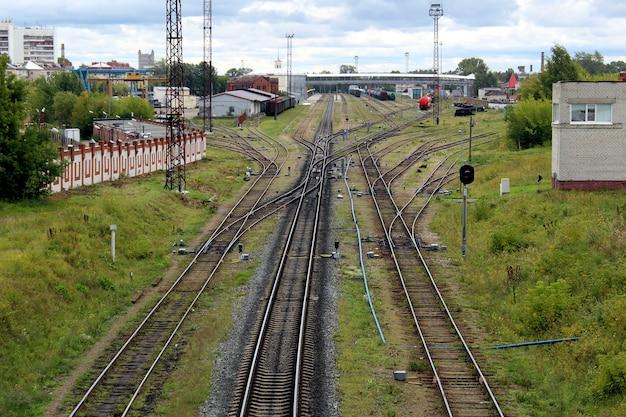Diverse linee ferroviarie sono previste per i treni.