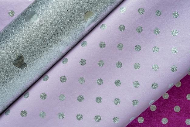 Diversi tipi di carta da imballaggio, argento a pois lilla