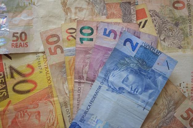 Diversi cedulas usati di soldi brasiliani