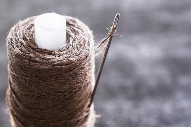 Kit da cucito. filo di lino, ago, bottoni