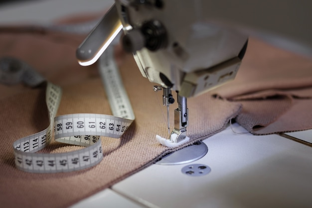 Macchina da cucire con panno e metro