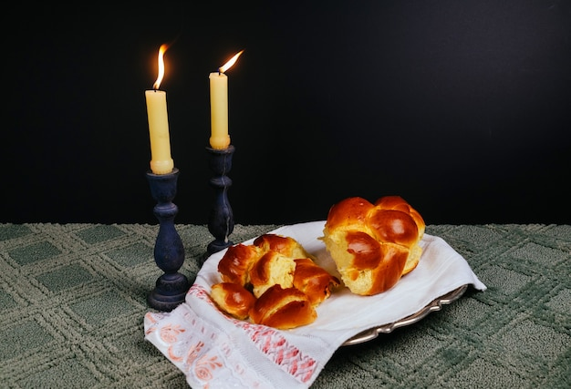 Shabbat shalom - vino rituale tradizionale ebraico sabbath, candele shabbat challah sabato