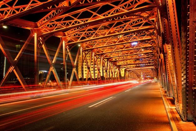 Shanghai bund bridge di notte