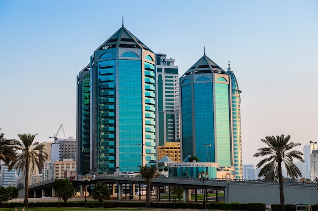 Sharjah, emirati arabi uniti - 07 ottobre: crystal plaza è una struttura a stella situata nel cuore di sharjah. foto scattata il 7 ottobre 2016