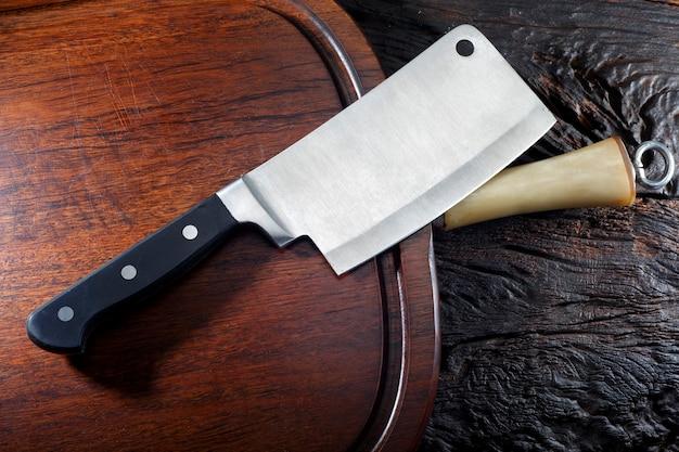 Tritatutto in acciaio affilato utilizzato durante la preparazione del cibo