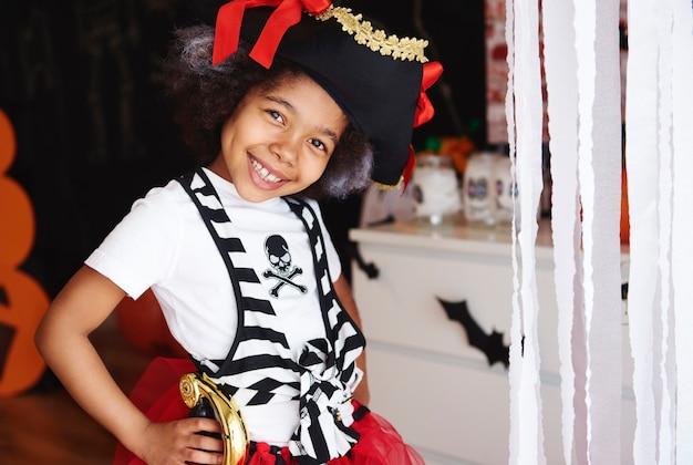 Si è vestita da pirata