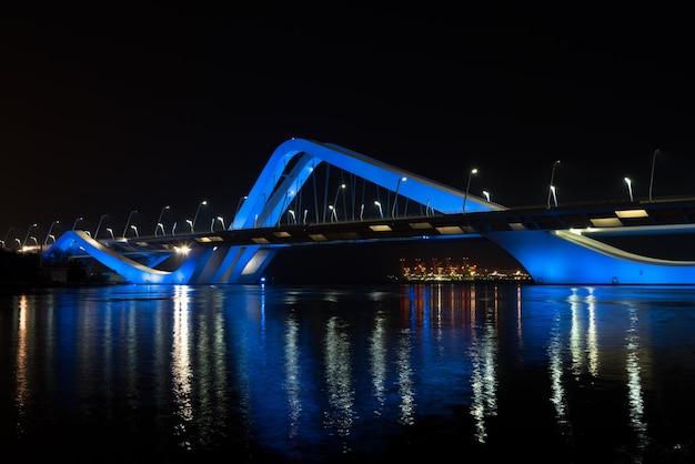 Sheikh zayed bridge di notte