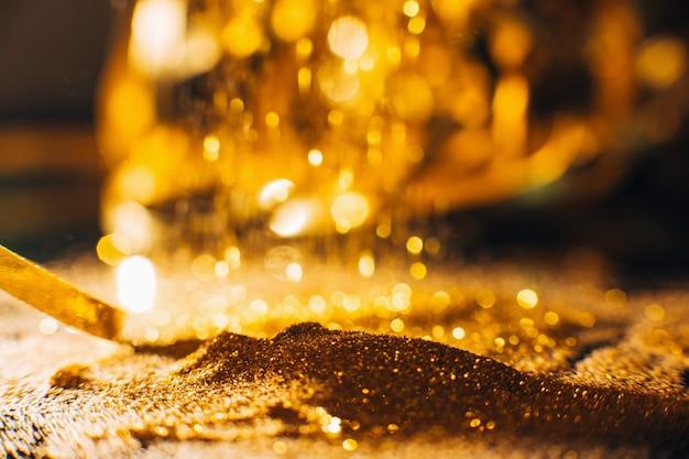 Sfondo glitter oro lucido. nail art e concetto di trucco