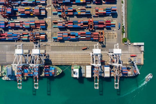 Il trasporto marittimo contiene e spedisce le imprese portuali dell'industria dei servizi internazionale in mare aperto
