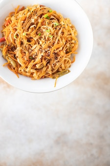 Shirataki noodles riso wok funchose verdure salsa di soia zuppa pho pho bo pad thai