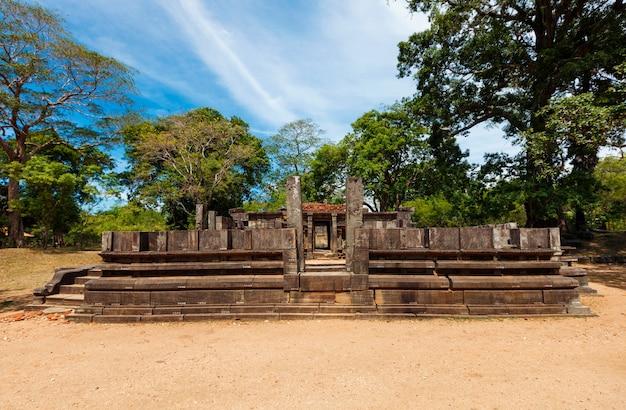 Shiva devale shiva rovine del tempio nell'antica città pollonaruwa sri lanka