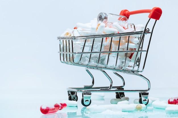 Carrello della spesa con medicinali