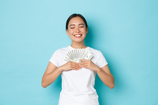 Shopping, denaro e concetto di finanza.